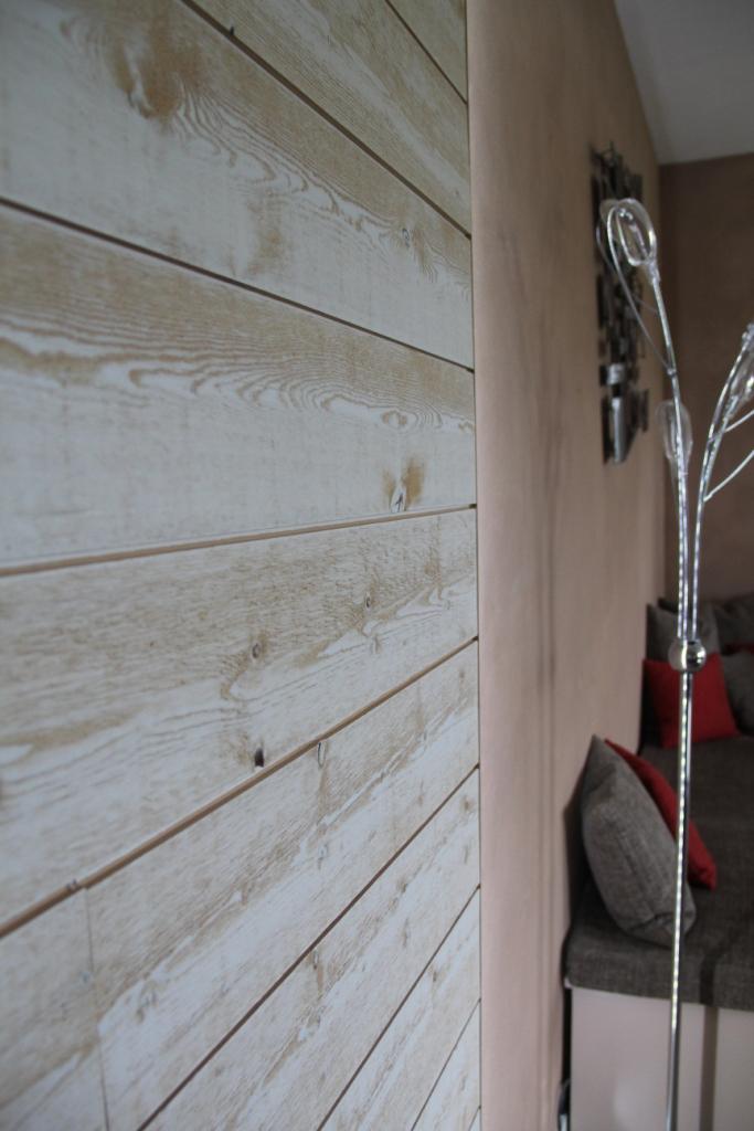 Un salon l 39 ambiance zen et nature - Lambris brut de sciage ...
